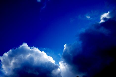 梅雨の合間の空